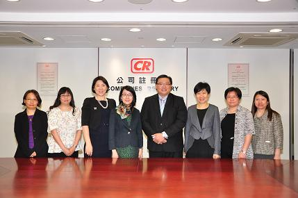 Ms Ada Chung (centre), Registrar of Companies, hosted a visit from Mr Kenneth Yap (centre), Chief Executive, and Ms Julia Tay, Assistant Chief Executive (third left) of ACRA of Singapore.
